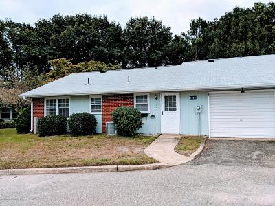 Leisure Vlg E Adult Community Under Contract: 1250 D Hamilton Court