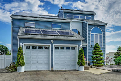 Toms River Single Family Home For Sale: 68 Green Island Road