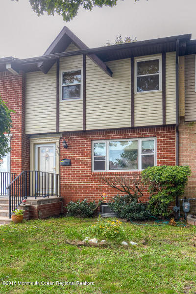 Brick Condo/Townhouse For Sale: 332 Laura Court