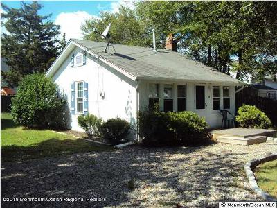 Toms River Single Family Home For Sale: 4 Pine Bluff Road