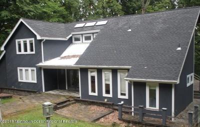 Holmdel NJ Single Family Home For Sale: $549,900
