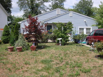 Toms River Single Family Home For Sale: 792 Maplecrest Road