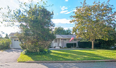 Toms River Single Family Home For Sale: 7 Parkway Boulevard