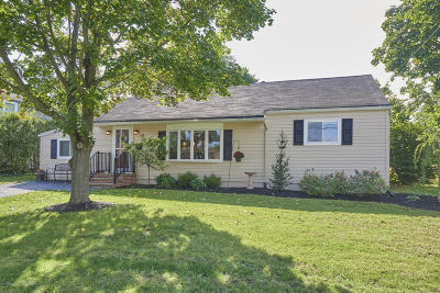 Middletown Single Family Home For Sale: 14 Lind Drive