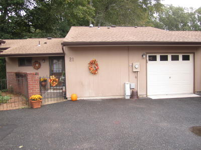 Monmouth County Adult Community Under Contract: 21 Hampton Court