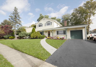 Hazlet Single Family Home For Sale: 33 Galway Drive