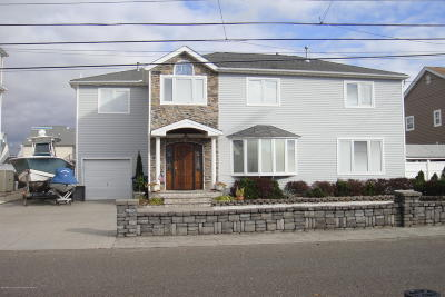 Toms River Single Family Home For Sale: 22 Point Road