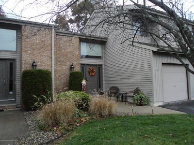 Brick Condo/Townhouse Under Contract: 49 White Swan Way