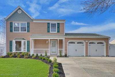 Howell Single Family Home For Sale: 43 Concord Circle