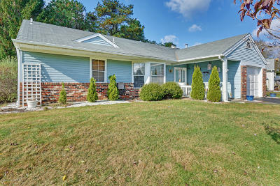 Pheasant Run Adult Community Under Contract: 2 Abbey Court