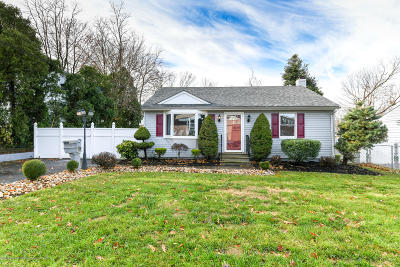 Freehold Single Family Home For Sale: 7 Robertsville Road