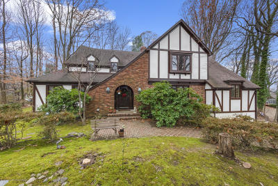 Holmdel Single Family Home Under Contract: 4 E Brook Drive