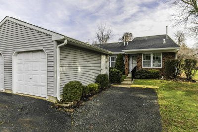 Monmouth County Adult Community For Sale: 84 Arrowwood Court #90