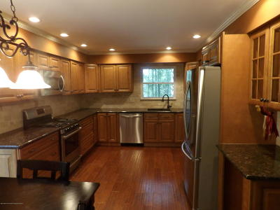Toms River Single Family Home For Sale: 498 Hemlock Hill Drive