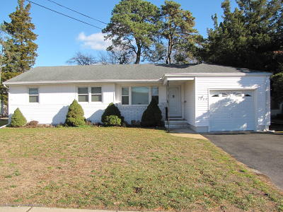 Point Pleasant Single Family Home For Sale: 1408 Beaver Dam Road