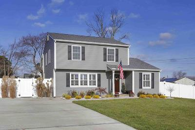 Toms River Single Family Home For Sale: 992 Dove Street