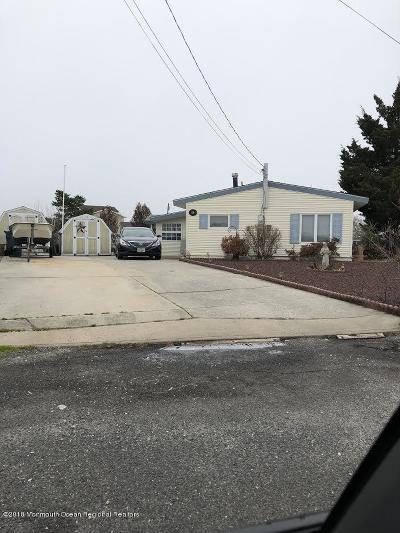 Single Family Home For Sale: 58 Lake Michigan Drive