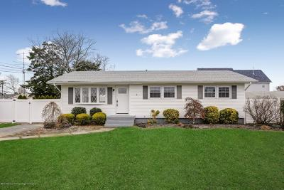 Toms River Single Family Home For Sale: 32 Clarkson Drive
