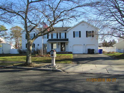 Brick Single Family Home For Sale: 33 Oak Knoll Drive