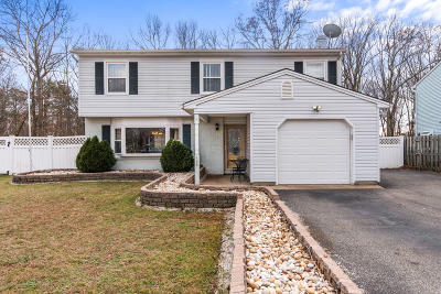 Howell Single Family Home For Sale: 100 Pine Needle Street