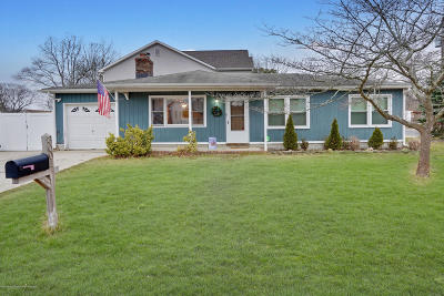 Point Pleasant Single Family Home For Sale: 3001 Garrison Drive