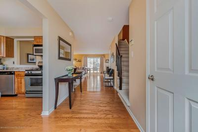 Condo/Townhouse Under Contract: 32 Oliver Court #5