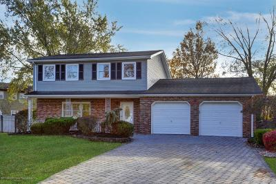 Toms River Single Family Home For Sale: 121 Woodland Drive