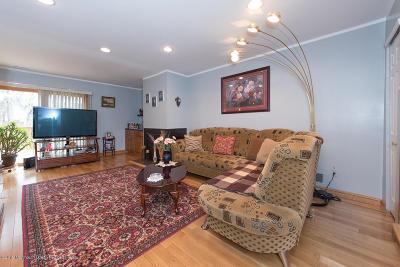 Eatontown NJ Condo/Townhouse For Sale: $290,000