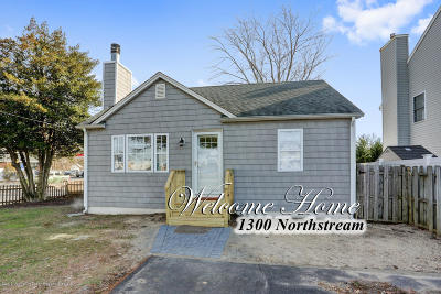 Point Pleasant Single Family Home For Sale: 1300 Northstream Parkway