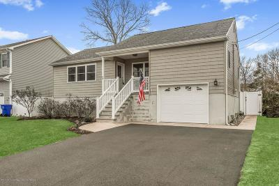 Toms River Single Family Home For Sale: 84 Holly Hill Drive