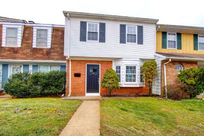 Freehold Condo/Townhouse For Sale: 35 Kingsley Way