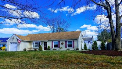 Toms River Single Family Home For Sale: 913 Cherry Cove Court