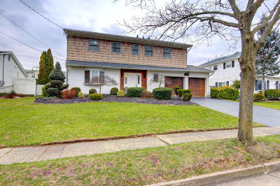 Monmouth County Single Family Home For Sale: 14 Ennis Drive