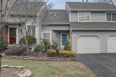 Toms River Condo/Townhouse For Sale: 1328 Meadowbrook Court #61B