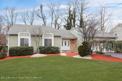 Holmdel Single Family Home For Sale: 15 Twin Terrace