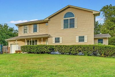 Toms River Single Family Home For Sale: 82 Shady Nook Drive