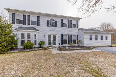 Howell Single Family Home Under Contract: 28 Driftwood Drive