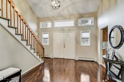 Holmdel Single Family Home For Sale: 2 Clinton Court