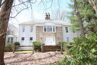 Holmdel Single Family Home For Sale: 2 Jockey Hollow Court