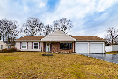 Toms River Single Family Home For Sale: 142 Shenandoah Boulevard