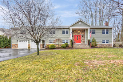Howell Single Family Home For Sale: 80 Oak Glen Road