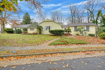 Freehold Single Family Home Under Contract: 2 Dogwood Lane