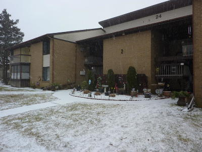 Manalapan Adult Community Under Contract: 24 Meadow Green Circle #B