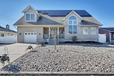 Single Family Home For Sale: 28 Lagoon Drive