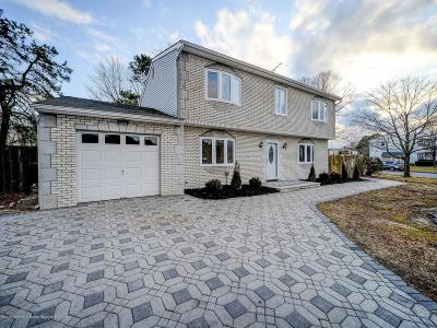 Monmouth County Single Family Home For Sale: 82 Pine Needle Street
