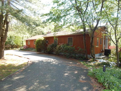 Holmdel Single Family Home For Sale: 892 Holmdel Road