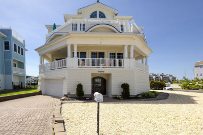 Monmouth County Single Family Home For Sale: 2 Tradewinds Lane