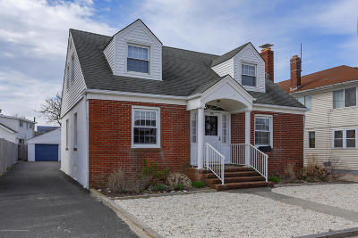 Point Pleasant Beach Single Family Home For Sale: 104 Washington Avenue