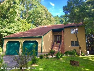 Middletown Single Family Home For Sale: 19 Castle Drive