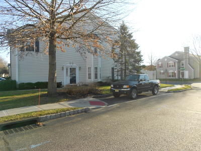 Freehold Condo/Townhouse For Sale: 80 Picket Place #1000